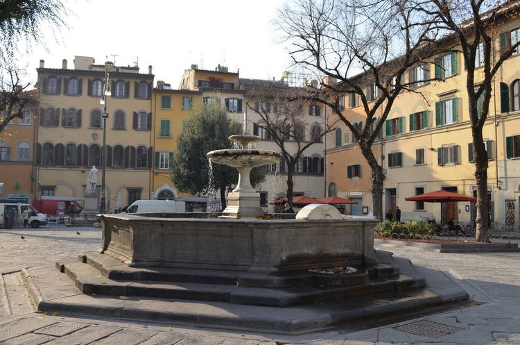 Travael Nofilter Italy 🇮🇹 Florence, Italy City Town Downtown District Building Exterior Architecture Built Structure Cityscape Square Sunny Day Sunlight Life In The City Fontain Piazza Santo Spirito