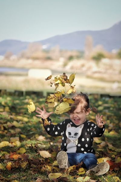 Hojas De Otoño Nina Childhood Child One Person Nature Portrait Autumn🍁🍁🍁 This Is Natural Beauty Capture Tomorrow EyeEmNewHere