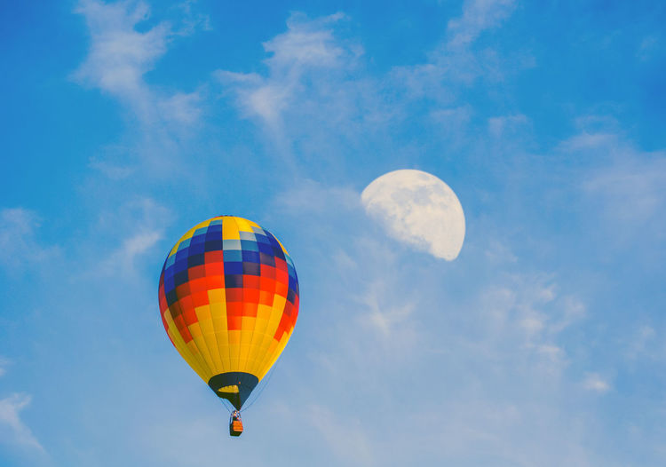 Hot air balloon appears to fly to the moon