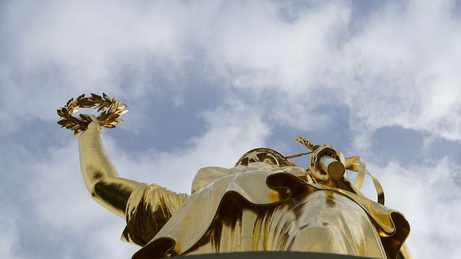 Goldelse, Victoria, Siegessäule, Großer Stern, Berlin Cloud - Sky Statue Sky Sculpture Travel Destinations Berlintourist Berlin Photography Berliner Ansichten Detail Der Siegessäule Save The World Architecture Selective Focus My View EyeEm Gallery