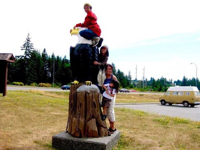 I find this Picture Very Funny 😂 and yet the Kids are so Adorable Roadtrip to Tofino British Columbia Many Moons Ago Togetherness Outdoors Random Street Photography