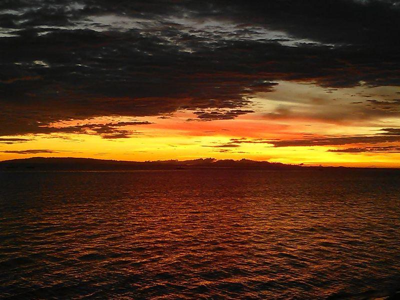 when Cloud, Sunset and Ocean meet at Horizon
