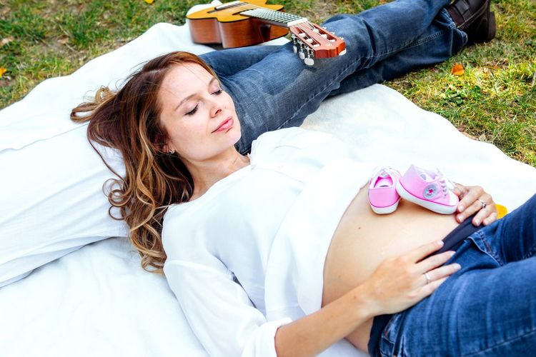Maternity shooting Pink Shoes Starks Shoes Small Shoes Young Women White Shirt Its A Girl Pretty Woman Autumn colors Couple Goals Relationship Picnic In The Park Maternity Real People Lifestyles Women Leisure Activity Casual Clothing Relaxation Lying Down Jeans Outdoors Nature Day