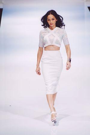 Striking Fashion Fashioneditorial Klfwrtw2015 Female Model Photojournalism Fashion Show Fashion Photography