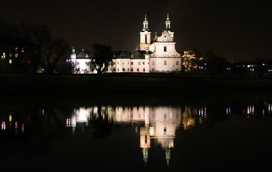 Night Krakow Architecture Building Exterior Church Exterior Façade Famous Place History House Learn & Shoot: After Dark 🌙 Light Outdoors Reflection Reflections In The Water Religion Town Learn & Shoot: After Dark Long Exposure Cities At Night Reflection_collection