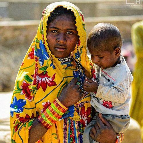 Meet Radha (A Young Mother from Tharparkar ) Mother Son THARPARKAR Nagarparkar Ghalibhasnainphotography Ghalibhasnain Richculture Sheisbeautiful
