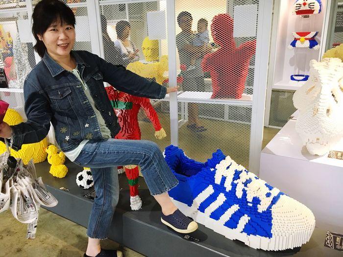 Shoes became bigger when I say Tiida~ Hahaaaa, 這算置入性行銷嗎 我不是來打廣告 的! 宜蘭積木博物館