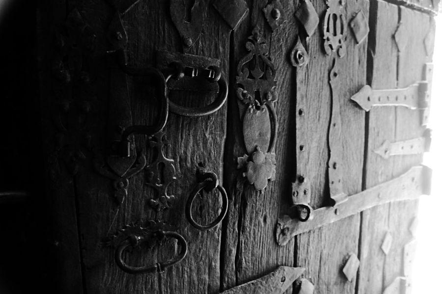 Door Camino Pelegrinos Piligrim Beautiful CaminodeSantiago Hinge Wood - Material Door Protection Full Frame Safety Close-up Door Knocker Closed Door Front Door Open Door