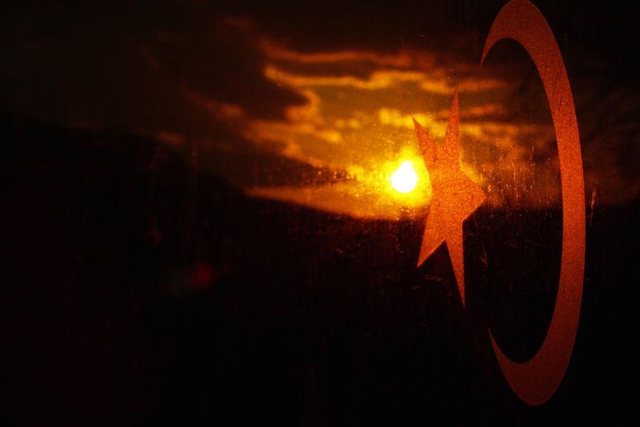 Doğu Ekspresi Train Window Train And Sunset. Turkey Turkish Flag TCDD Ayyildiz Sun Train Journey Sunset Silhouettes Sunset_collection Sunset