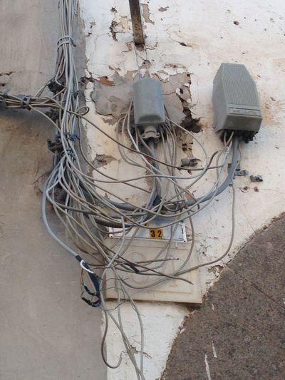 A Pianoscarano è arrivata la fibra. Adsl Cable Cables And Wires Close-up Complexity Comunicazioni Connection Day Electricity  Fibra Groviglio No People Outdoors Tangled Technology