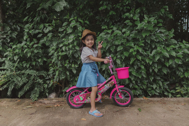 Portrait of a smiling girl with bicycle