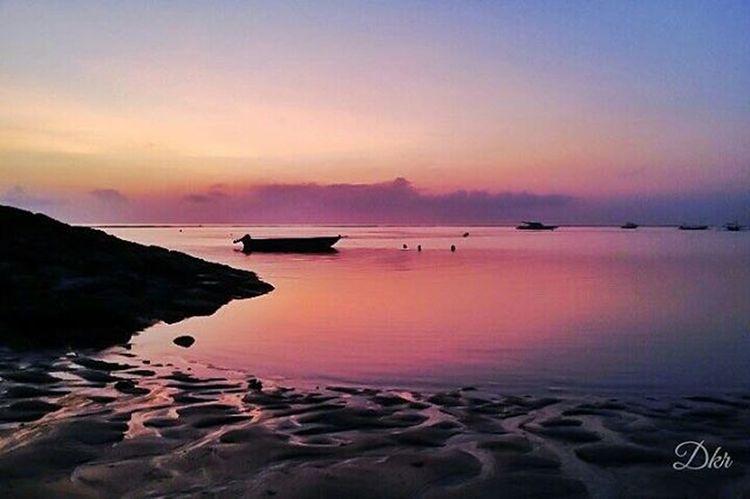 Silhouette Sunrise Sanur Beach Bali Amazing Awesome View Landscape Nature Balicili Livefolkindonesia Livefolk Matalensa Fotografi Fotografiponsel Kamerahpgw Kamerahpgw_bali Mobilephotography PhonePhotography Photograph Picture Igaddict Igers Traveling instagram pixelpanda