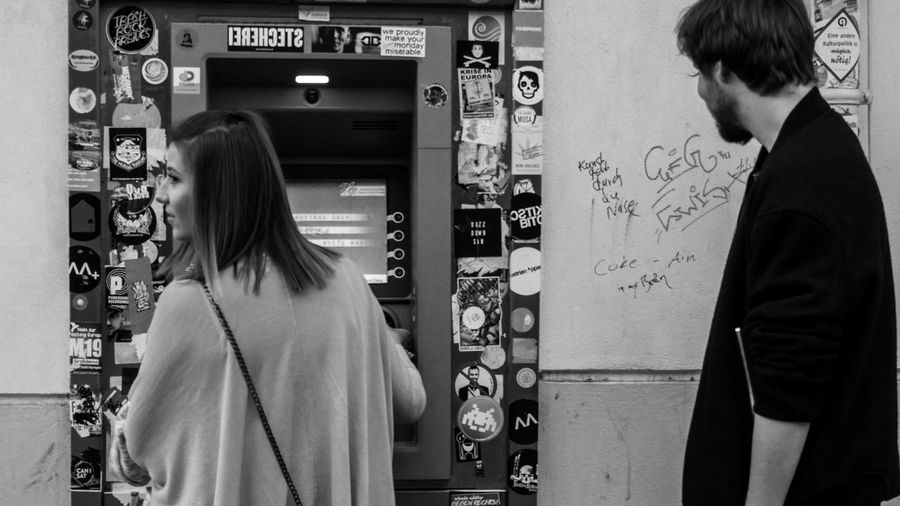 Cash Machine Cocaine Is Running Around My Brain Dont Know Why, But I Liked It Feeling Observed Hooded Shirt Lets Spend The Night Togheter Money Money Money Quick Shot Sleepless Street Photography Streetphotography Vending Machine €€€