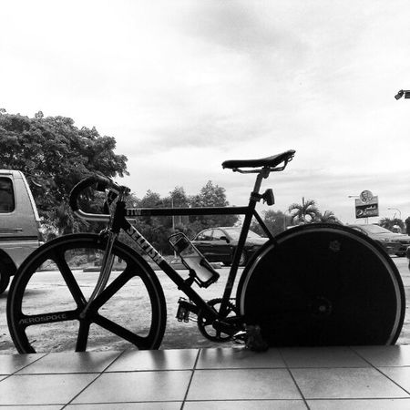 """Doing some """"Unggh...urghf..""""afternoon sweat sprint. Singlespeed Fixed Trackbike Sprints cardio"""