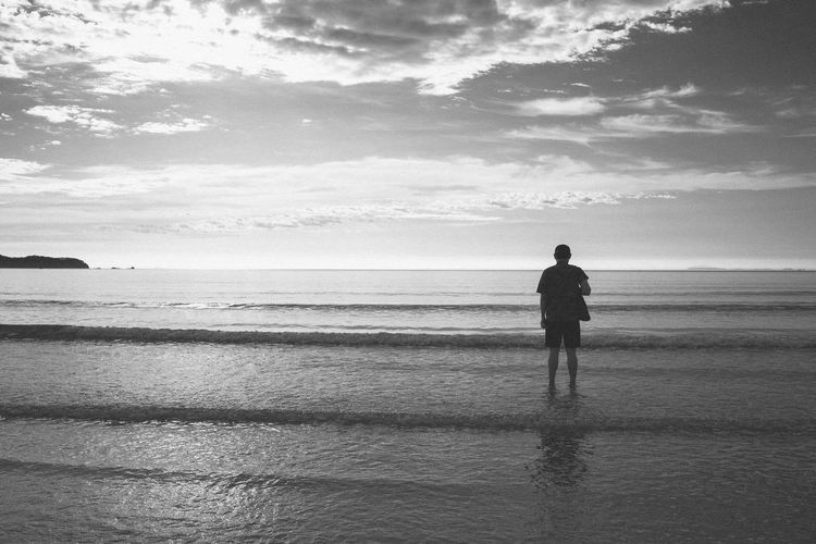 Beach Beauty In Nature Horizon Over Water Nature Real People Scenics Sea Silhouette Sky Standing Tranquil Scene Water