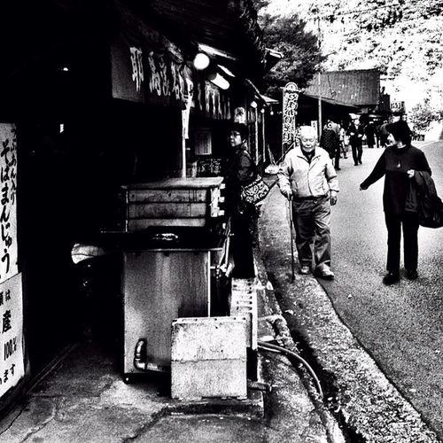 #photooftheday #webstagram #walkingstreet #japanese #japan #street #people Street People Japan Photooftheday Japanese  Webstagram Walkingstreet