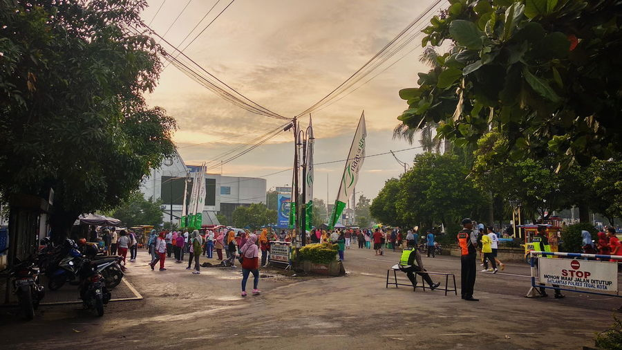 morning from tegal indonesia Sport Beauty In Nature Art Art is Everywhere EyeEm Nature Lover INDONESIA Streetphotography Human Interest Humaninterest Childhood Teenager Asian  Sun Sunlight Best  Friends Friendship Tegal EyeEm Selects City Cityscape Stories From The City Tree Crowd City Women Sky Architecture Motorcycle Biker
