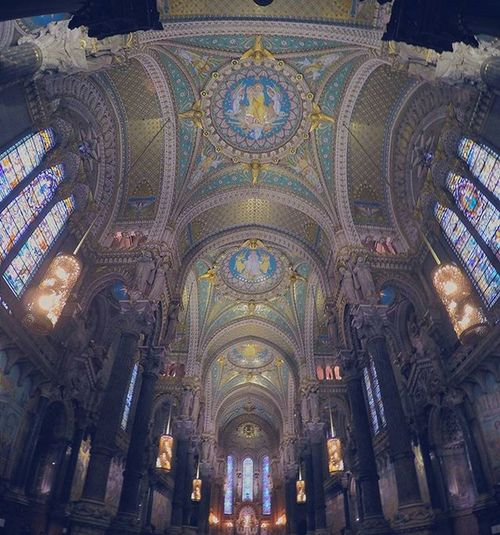 Only Lyon . . . Architecture Snapshot Goprooftheday Postcardsfromtheworld Roof Catholic History Church Architecture Antique Interior Wide Gopro VSCO Vscocam Onlylyon Lione Igersfrance Igers Monlyon Lyon__only Drmdealer