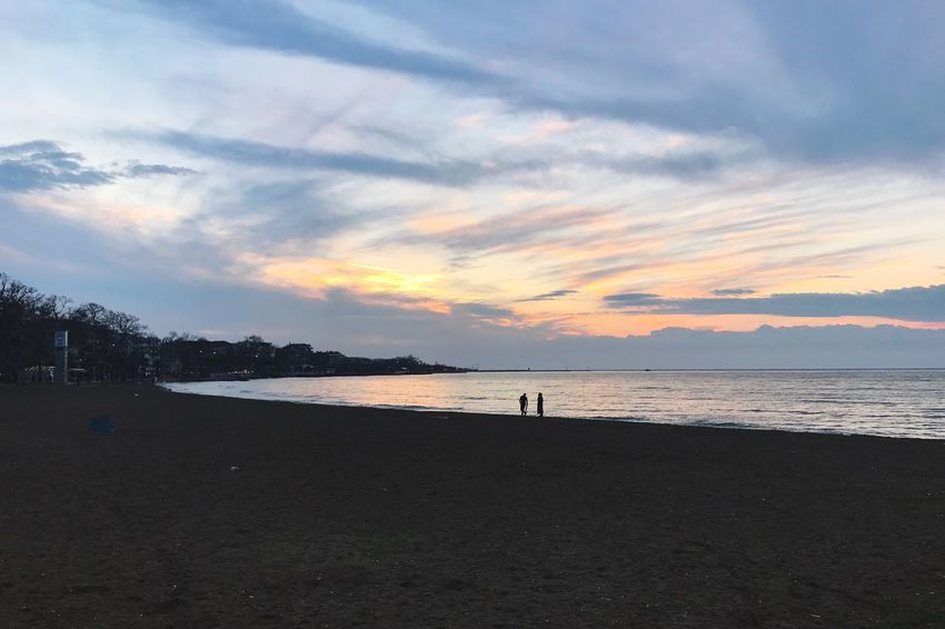 Sky Cloud - Sky Nature Silhouette Beauty In Nature Sunset Water Sea Scenics Tree Beach Outdoors Real People Tranquil Scene Tranquility Sand Day Deniz Denizhavasi Yalova Yalovasahil Turkey Türkiye