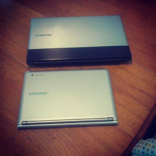 Comparing my husbands #Samsung #laptop to my #Samsung #chromebook. Just because. Laptop Computers Tech Samsung Comparison Chromebook Samsungchromebook