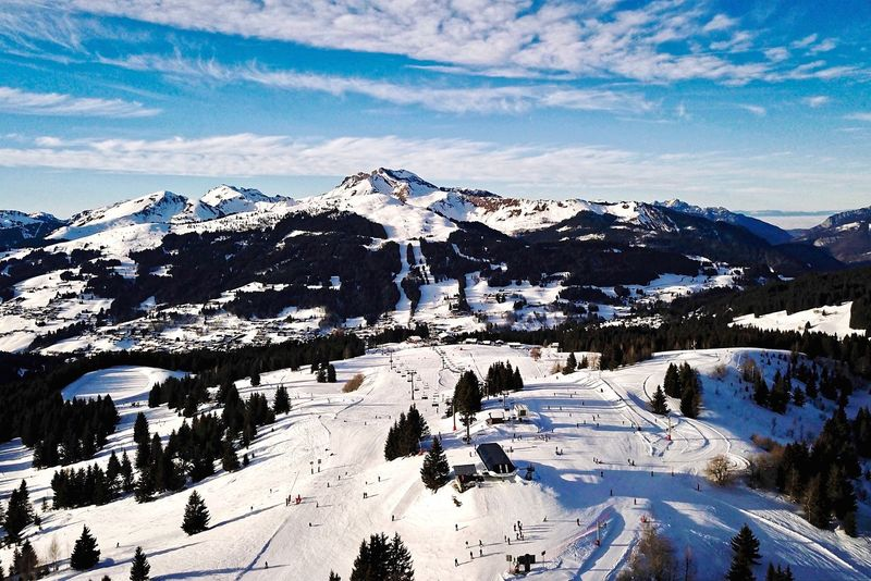 Mont Chery Les Chavannes Les Gets Haute-Savoie  Snow Mountain Winter Cold Temperature Mountain Range Snowcapped Mountain Cloud - Sky Nature Beauty In Nature Winter Sport Outdoors Ski Holiday Sky