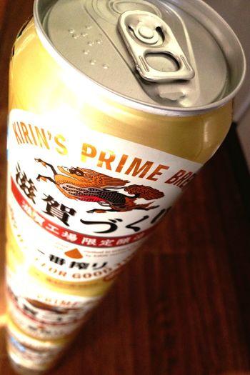家にこんなんあった。滋賀限定 Beer Kirin 一番搾り ゆーたら、昔ちょっとだけCM出させてもらったんが懐かしい。合成やし生のイチローさんは見れへんかったけど。これ嵐がCMしてたやつな!思い出した。関西は他に神戸づくりがあって、京都づくりはないとか。工場別でしゃーないけど、伏見とか酒処やのに。