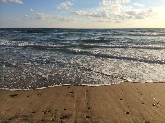 In un gioco infinito l'onda si allontana dal mare...per provare l'emozione di tornare tra le sue braccia... Sea Enjoying Life Love