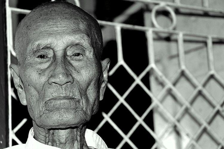 My Grandfather Grandpa Grandfather Black And White B&W Portrait Old Man Old Person Black And White Portrait Portrait Photography B & W Portait Portrait Portrait Of An Old Man Portriatphotography Portrait Of Myanmar DSLR Photography Canon 700D Canonphotography