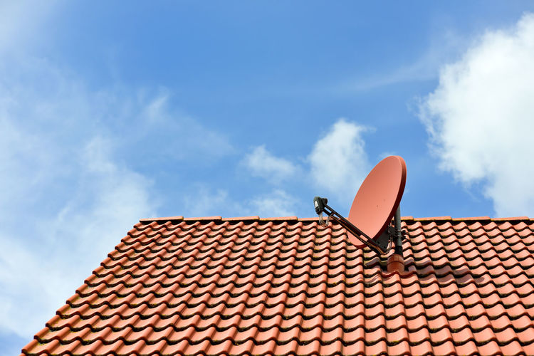 Antenna on rooftop