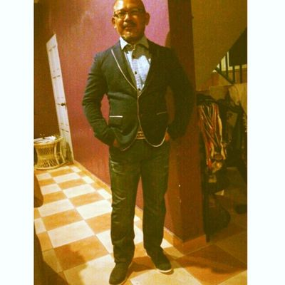 ^____^ im stuck doing the costing questions and Ayah whatsapp me a photo of him trying his outfit for Maybank Annual Dinner tomorrow hahaha ^^ Coolio laaa ayah ;p LikeABOSS Ayah Lovely