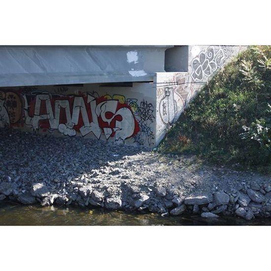 Graffiti Graf Ottawa 613 ontario canada nature sunlight instalove igers tweegram instagram instagood photo picture composition pic photography photodaily nature bridge autumn