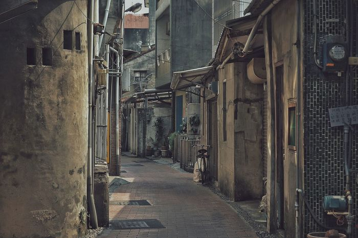 Old Town Old Street Alley Afternoon Sun Slowly Time Lifestyles Light And Shadow No People Hanging Out From My Point Of View Hidden Gems  Nostalgic Landscape Old-fashioned Bicycle Streetphotography Street Photography 壁萌 Streetphoto_color Eye4photography  蔦裊裊 VSCO 2016.03.30 Travel 專)yuna's 鹿港記錄 in 彰化 Zhang Hua Taiwan
