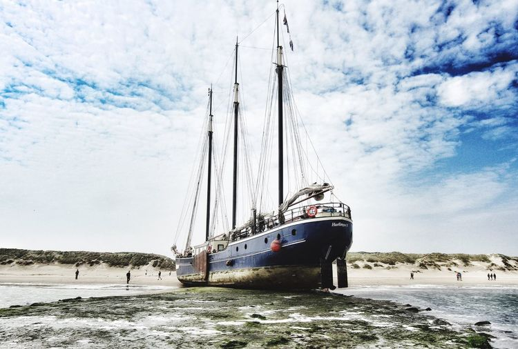 Boot Beach Beachphotography Boot On The Beach Nautical Nautical Vessel Driemaster Ship Shiplife Shipwreck Beach Ships⚓️⛵️🚢