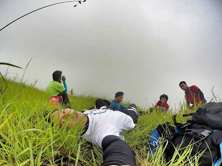 KamiLang .. Its better to be few than mass.. Hayahay Thebestlunch at the middle of the trail.. Kahit saan lng maisipan.. hehe.. Doyoutravel Theglobewanderer Discoverearth Travel_pic Amazing_pictures Goprouniverse Goprophotography_ Goproph