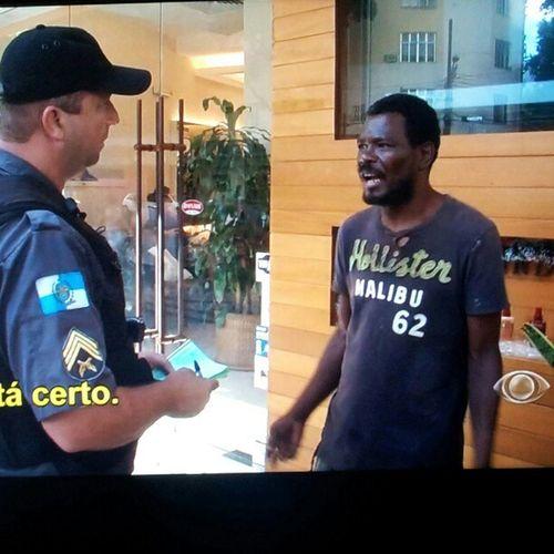 Hahah ate morador de rua da oscar freire usa hollister hahababa #policia24 #hollister HOLLISTER Policia24