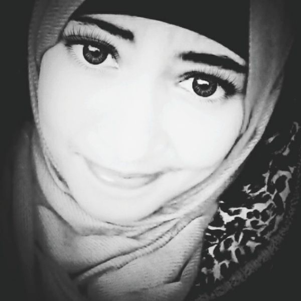 Relaxing Taking Photos That's Me Enjoying Life Girl Hi! Blackandwhite Hijabstyle  Muslimah ♚♔♚