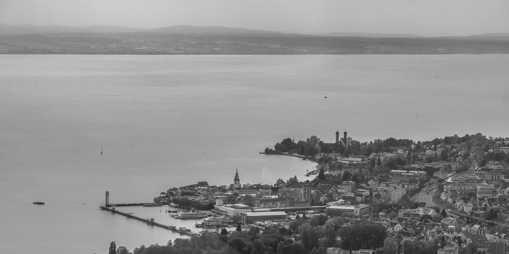 vue du lac de Constance Sailing Port Sailing Boat Sailboat Boat Moored Sky Beach Cityscape Tree Harbor Nautical Vessel Water City Mid-air Aerial Aerial View Backlight Ship Bodensee Lake Of Constance Lake View EyeEm Nature Lover Dramatic Landscape Monochrome Blackandwhite Betterlandscapes Scenics Beauty In Nature Landscape Gry Au Long Cours