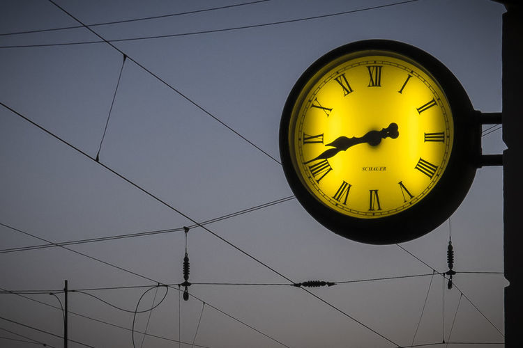 time Circle Clock Clock Face Close-up Geometric Shape Railway Station Station Clock Time