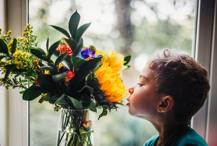 Мальчик и Цветы