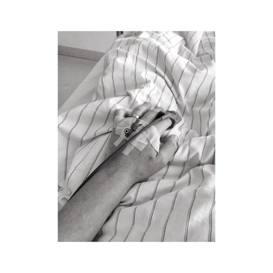Bed Bett Black & White Black And White Hand Hospital Illness Infusion Pump Krankenbett Krankenhaus Schwarzweiß Waiting