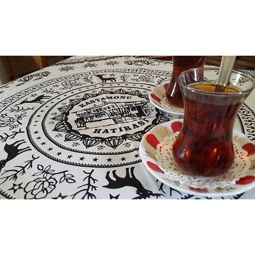 Hanlarda etrafı fotoğraflayıp sonra yurda gelip fotoğrafları karıştırınca içmeyi unuttuğun çayı farketmek... 👅 PembeHan çay Tea Friends history happy today Turkey Kastamonu noedit nofilter noeffect