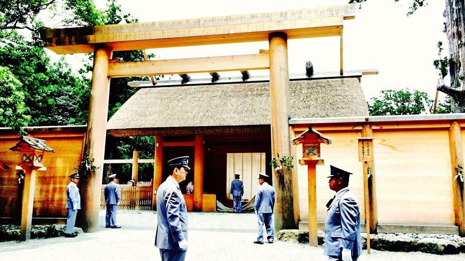 神社 A Shinto Shrine 聖域 Sunctuary Japan 伊勢神宮 式年遷宮 月次祭 新嘗祭 20年毎に行われる式年遷宮。新嘗祭とほぼ同じ作法が見られる月次祭の様子。