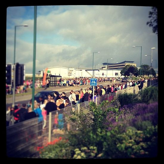 Crowds building in Harlow for the Olympictorch relay