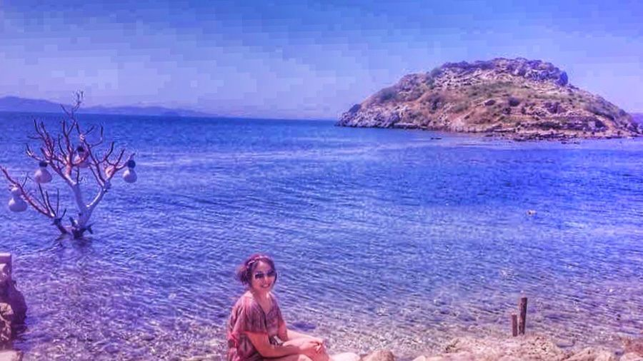 Bodrum Bodrum Me Tavşan Adası Deniz Sea Water Sea One Person Beauty In Nature Land Real People Adventures In The City Beach Nature Scenics - Nature Leisure Activity Lifestyles Tranquility Women Sky Outdoors Horizon Over Water Tranquil Scene Day