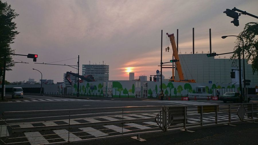 その帰り国立競技場がどうなってるか見に行ったら、この通りすっかりなくなってました。壊すの早いな… Japanese  Olympic Stadium Demolished Under Construction Sunset Taking Photos Snapshot