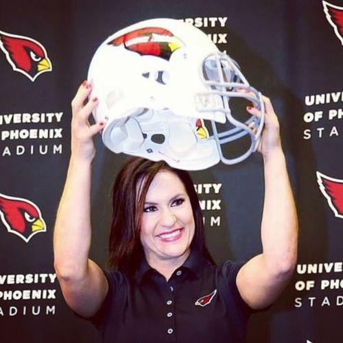 Who runs the world??? Girls... Congratulations Dr. Jen Welter!!! NFL Firstfemalecoach Historicevent Arizonacardinals Pheonix womenruletheworld anythingyoucando wecandotoo maybeevenbetter WCW WomanCrushWednesday celebratingwomen livewell laughoften lovemuch