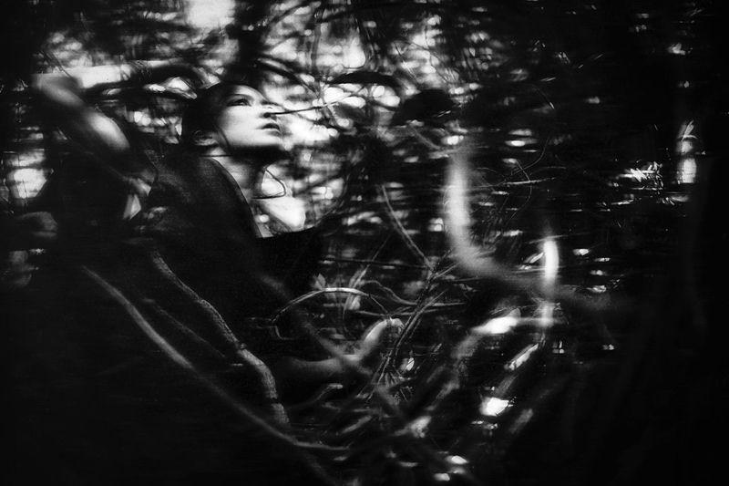 EyeEm Best Shots - Black + White Black & White Portrait Monochrome Blackandwhite Fine Art Photography Black And White Simplicity Girl Hon'ne Magazine Eye4photography  Fashion Open Edit Nature