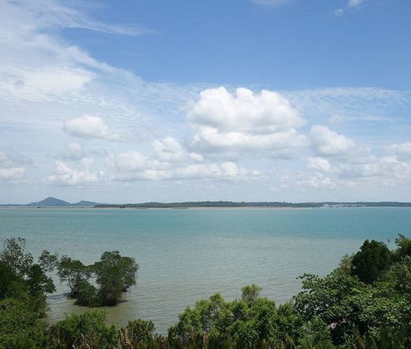 Never knew singapore's seas could look so nice. Sea Sg Pulauubin Beautiful Blue Nature Scenery