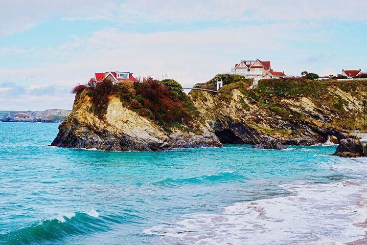 Great place to live 🏄 Sea Rock - Object Sky Water No People Nature Scenics Day Outdoors Beauty In Nature Architecture Cloud - Sky Built Structure Waterfront Horizon Over Water Discover  Island Hot Spring England Newquay Sun Summer Springtime Colorful Travel