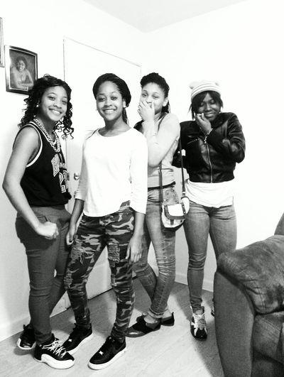 ths was ah minute ago lol Lil sis and my Lil cussins .